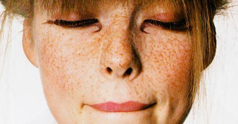 Trucco per le lentiggini: Ecco come valorizzarle